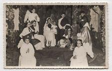 PHOTO Vintage Snapshot Déguisement Religion Crèche vivante Couronnes Vers 1950