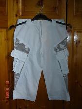 pantacourt blanc militaire avec 2 poches sur les côtés Taille 36