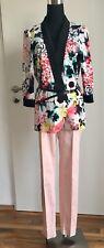 Kurzer Damen Blazer-Sakko-Jacket von Only taliert und vorne offen ohne Verschluß