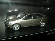 1:43 Schuco VW Passat B7 Braunsilber Sedan/ Limousine OVP