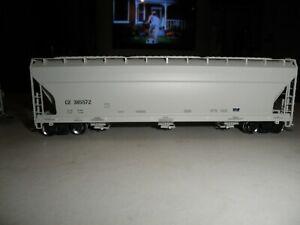 CN     ACF 4650 covered hopper
