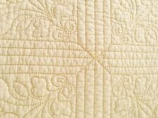 VINTAGE GORGEOUS PASTEL YELLOW MACHINE QUILTED QUALITY QUEEN/FULL QUILT REVERSE!
