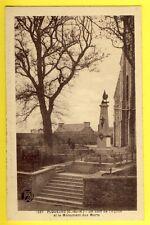 CPA Bretagne PLOUEZEC (Côtes d'Armor) Un coin de l'Église et MONUMENT aux MORTS