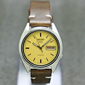 90's Vintage Seiko 5 Automatic Movement 7009 Japan Made Men's Watch.