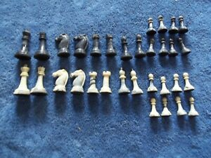 Vintage Gallant Knight Chess Set Marbled Colored Complete Game Pieces Felted NM