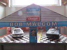 Rare Ertl Bob Malcolm Chrysler Dodge & Plymouth Dealership Diorama W/ Two Cars