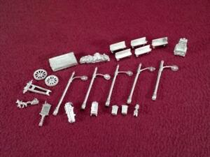 #2 HO SCALE LOT OF CAST METAL DETAIL - STREET LIGHTS, BENCHES, WOOD PILE +++