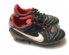 CHAUSSURES DE FOOT NIKE TIEMPO TAILLE 33 CRAMPONS FOOTBALL