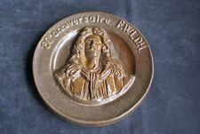 """MEDAILLON en Grès """"80 ème anniversaire F.W.L.D.H"""" signé Dubois 17.5 cm"""