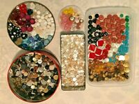 Over 1,000 MIXED LOT VINTAGE Buttons ALL TYPES SIZES in XMAS TIN