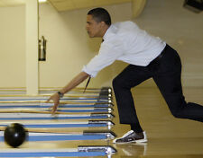 Barack Obama UNSIGNED photo - 7163 - Ten pin bowling
