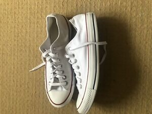 Mens White Canvas Converse Low Top Size 9 Great Condition
