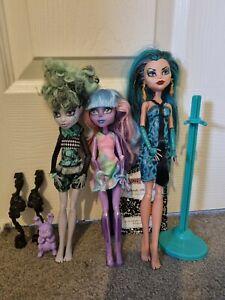 Monster High Dolls Lot