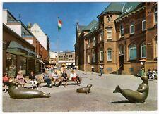 AK Nordseeinsel Norderney / Poststraße mit Skulpturen (Robben)