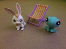 Littlest Pet Shop Rabbit #322 and Sitting Turtle #522 with striped beach chair