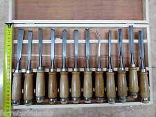 juego de  12 de gubias en caja de madera