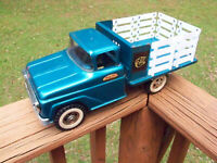 VINTAGE 1960 TONKA FARMS STAKE TRUCK.  NICE CONDITION PRESSED STEEL TRUCK