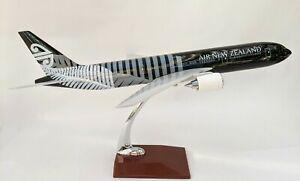 Air New Zealand 787 Large Plane Model  1:160 Airplane