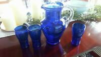 VINTAGE COBALT BLUE RIBBED GLASS COVERED ICE TEA PITCHER & 3 TUMBLERS