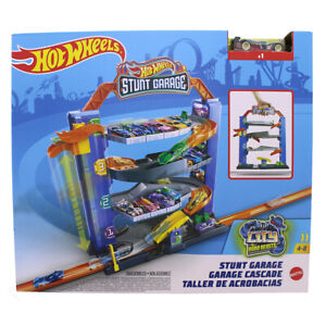HOT WHEELS STUNT GARAGE PLAY SET ( perfect present for your kids )