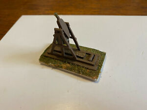 Middle Ages Medieval catapault metal counterweight diorama 1/72
