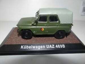 DDR MODELL UAZ 469B KÜBELWAGEN NVA MODELLAUTO 1:43 SAMMLER MODELL auf PODEST