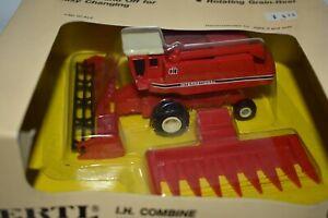 Ertl 1:80 International Harvester Combine New In Box