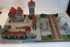Interessantes kibri Diorama Stadtmauer Tanklager schönes Fertigmodell Sy01/569/3