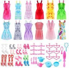 Accessori Barbie (50pz) 12 Abiti + Paia di Scarpe + Grucce + Gioielli