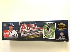 2017 TOPPS  BASEBALL COMPLETE FACTORY SET (EXCLUSIVE DEREK JETER CHROME CARD)