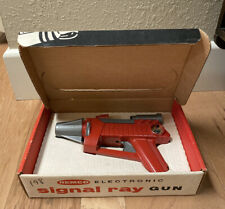 Vintage 1960's Remco Electronic SIGNAL RAY Space Gun Toy In Original Box