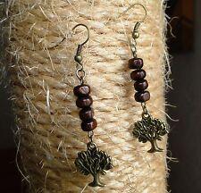 Boucle d'oreille arbre de vie bronze et perles de bois. Bijou fait main