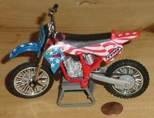 ROAD CHAMPS XTREME FREESTYLE MOTOCROSS RED WHITE BLUE WITH GLOVES & STAND