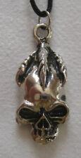 TETE DE MORT   pendentif métal avec cordon réglable  tête de mort doigts crochus