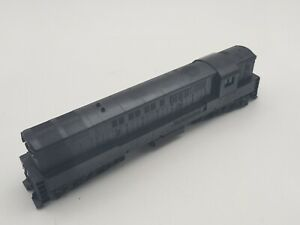 HO SCALE - ATHEARN BLUE BOX #4300 - FAIRBANKS H24-66 TRAINMASTER UNDECORATED