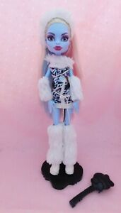 Abbey Bominable FIRST WAVE Monster High Doll 1st Mattel Dressed w/ Stand & Brush