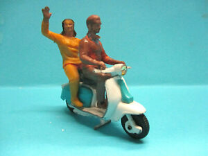 BRITAINS LTD 9685 LABRETTA SCOOTER VINTAGE DIECAST MOTORCYCLE w RIDERS VERY RARE
