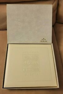NEW MINT CONDITION HALLMARK ALBUM EMBOSSED HOUSE RA8703 WHITE WELCOME GUEST BOOK