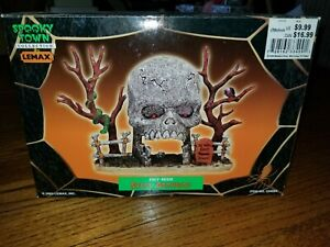 Lemax Spooky Town Skull Archway 2003 #33409A Retired