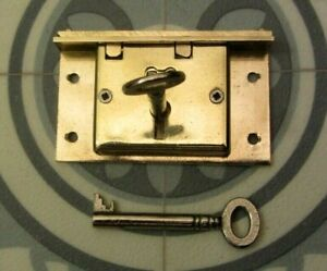 Brass Box Chest Lock Complete with 2 original keys 4 Lever, Old Vintage Unused