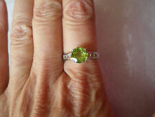 Peridot & Topaz ring, 2.62 carats, size N/O, in 2.47 grams of 925 Sterling Silve