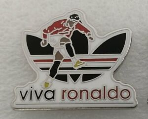 VIVA RONALDO ADORED MAN UTD FOOTBALL SOUVENIR ENAMEL PIN BADGE - IN STOCK