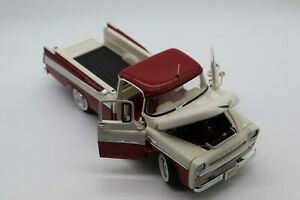 1:24 Danbury Mint 1957 Dodge Sweptside D100 Pick-Up Diecast Car