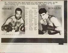 ORIG 1961 ARCHIE MOORE & GIULIO RINALDI, LIGHT HEAVYWEIGHT BOXERS WIRE PHOTO