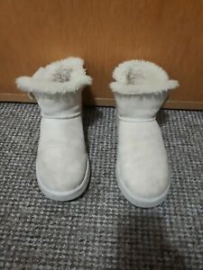 UGG Boots ladies Ankle White Size 7.5 ,In Excelle Conditions