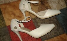 BRAND NEW WOMENS SIZE 39 GENUINE LEATHER HEELS/PUMPS MADE IN EUROPE SHIPS4FREE!