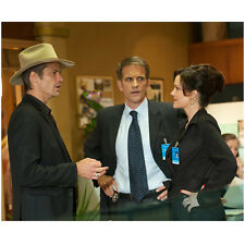 Justified Timothy Olyphant as Raylan Givens Speaking to Others 8 x 10 Inch Photo