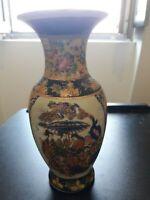Vase en faïence du Japon à décor de Geishas début du XXème siècle