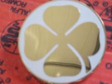 ALFA ROMEO GT / BERTONE Emblema Trébol Blanco/ORO IZQUIERDA 105446250050100