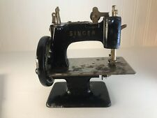 Vintage Black Singer Sewhandy Model 20 Child's Sewing Machine Toy Antique